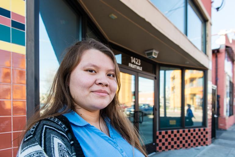 Hilda Chávez, de 17 años, en La Clínica de la Raza, dice que los estudiantes en su escuela secundaria en realidad no discuten los problemas de salud mental. Chávez dice que participar en el programa le ha hecho considerar una carrera en salud del comportamiento. (Heidi de Marco/KHN)