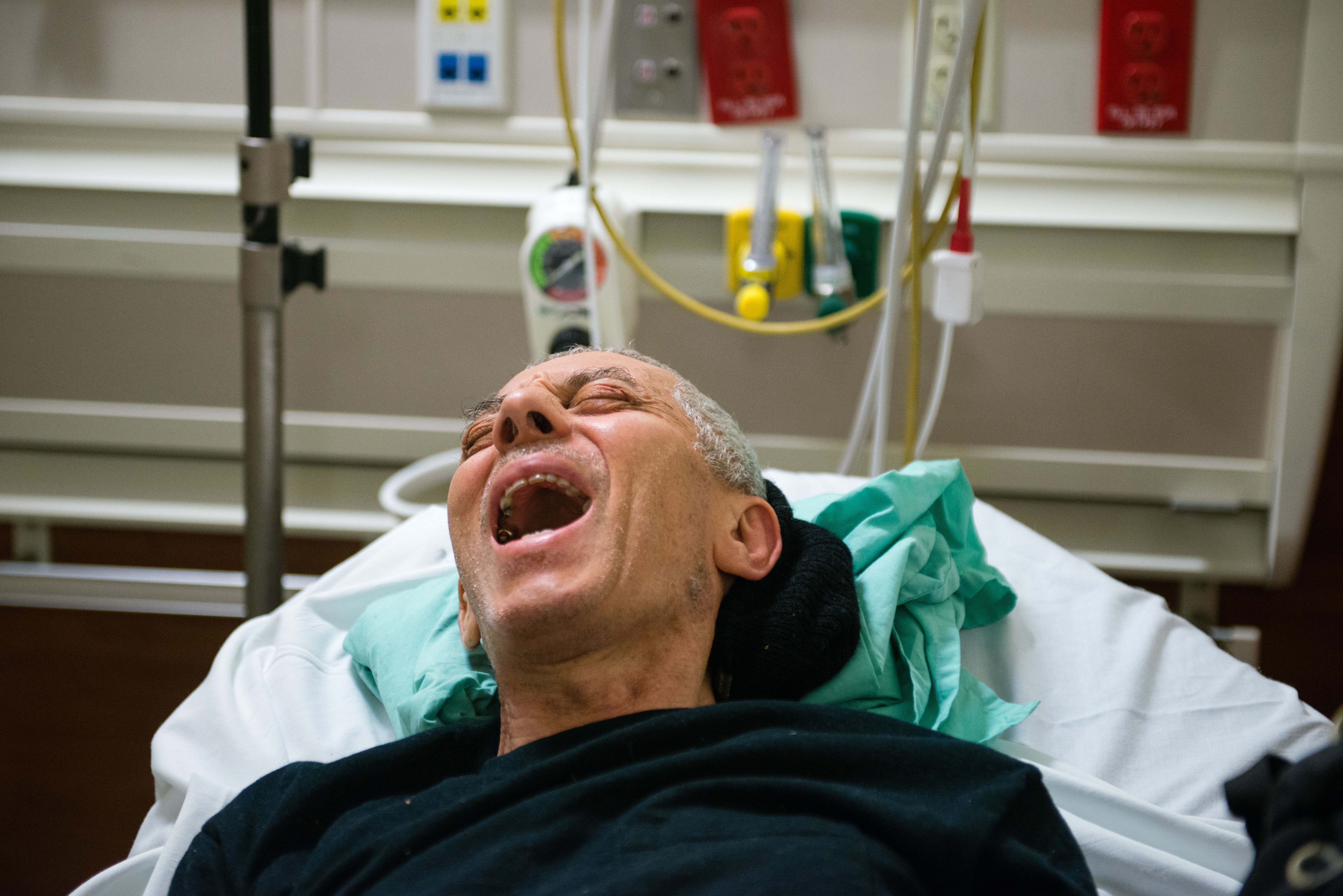 John Fornieri, 80, screams in pain as the doctor puts pressure on his hip. Fornieri, an artist with arthritis and a heart condition, was admitted to the hospital after he lost his balance and fell to the ground. (Heidi de Marco/CHL)